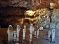 Зима проникла в пещеру